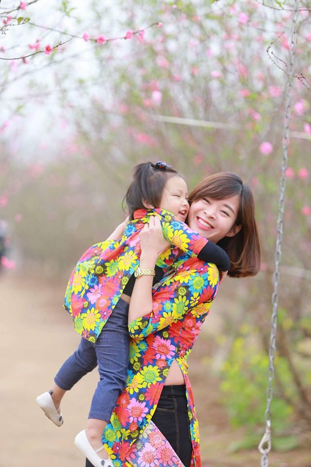 Áo dài cách tân cho mẹ và bé