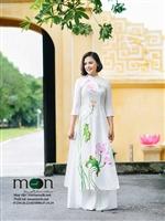 Dịu mát ngày hè với áo dài lụa Hà Đông của Moon Xinh