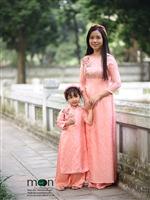 Một nét duyên dáng với áo dài lụa Hà Đông của Moon Xinh