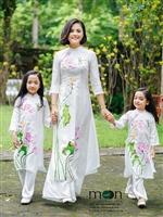Áo dài đôi cho mẹ và con gái gắn kết thêm yêu thương