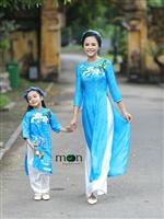 Gợi ý bộ sưu tập áo dài cho mẹ và con gái được ưa chuộng mùa hè