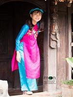 Mừng xuân Mậu Tuất với áo dài cho bé gái xinh tươi của Moon Xinh
