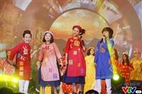 Sao nhí Bảo An diện áo dài Moon Xinh chào xuân 2017