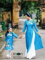 Mặc áo dài đôi cùng con thật đáng yêu biết nhường nào