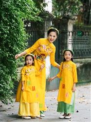 Áo dài vẽ cho bé gái MX.115 (màu vàng vẽ hoa đào)