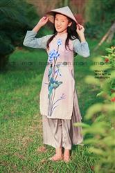 Áo dài vẽ bé gái Hoa sen xanh MX.219