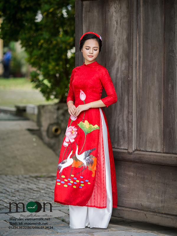 áo Dài Cho Mẹ Mx121 Màu đỏ Vẽ Họa Tiết Cò Và Hoa Sen